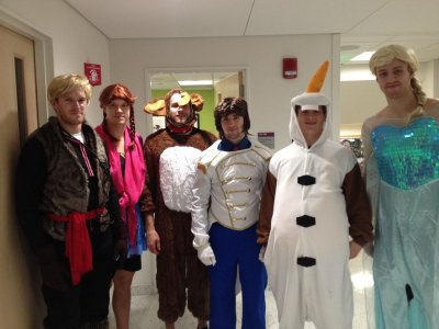 Boston Bruins visit children's hospital dressed as 'Frozen' characters
