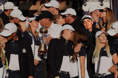 Rickie Fowler drops kissless photobomb after Ryder Cup victory