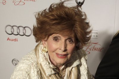 Patricia Barry, soap opera star dead at 93