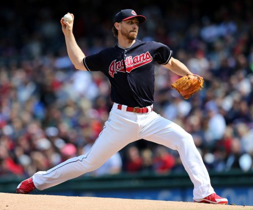 Tomlin tries to right ship as Indians host Mariners