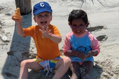 'Today' anchors Hoda Kotb, Dylan Dreyer have beach day with kids