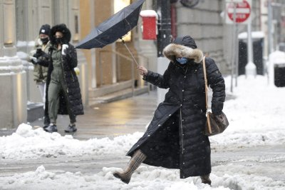 Heavy snow in Northeast grounds hundreds of flights