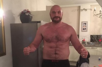 Heavyweight boxing champ Tyson Fury backs off retirement talk