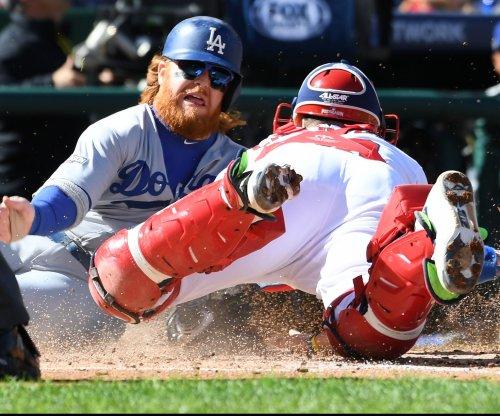 Los Angeles Dodgers signing Justin Turner for $64 million
