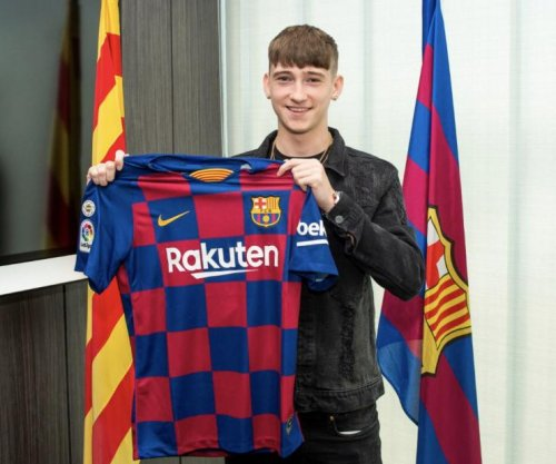 Barcelona signs teen soccer phenom Louie Barry
