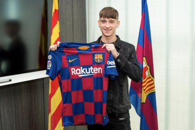 Barcelona signs teen soccer phenom Louie Barry