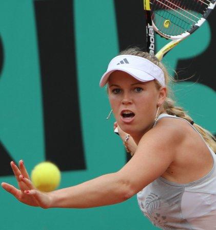 Wozniacki wins easily in Cincinnati
