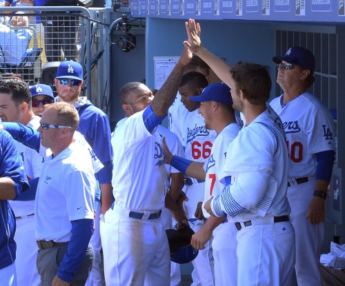 Los Angeles Dodgers top Seattle Mariners in 10 innings