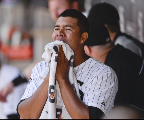 Dioner Navarro powers Chicago White Sox past Toronto Blue Jays