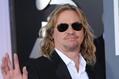 Val Kilmer says he's ready for 'Top Gun 2'