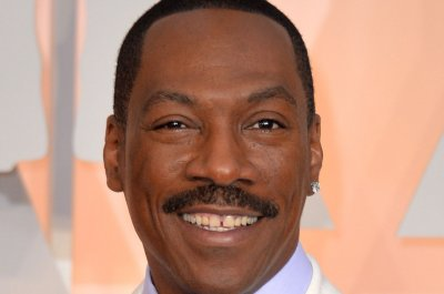 Eddie Murphy, Kristen Stewart to host 'Saturday Night Live'