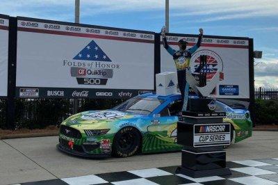 Kevin Harvick dominates at Atlanta Motor Speedway for second win of season