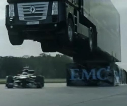 Semi-truck jumps over Lotus F1 and sets world record