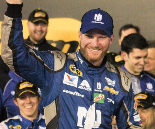 Dale Earnhardt, Kyle Busch win Duels at Daytona