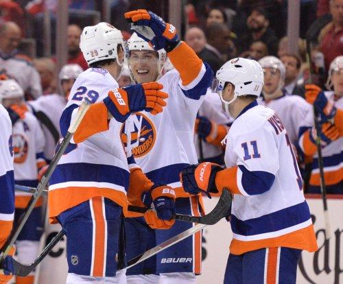 New York Islanders keep NHL playoff hopes alive with win over Carolina Hurricanes