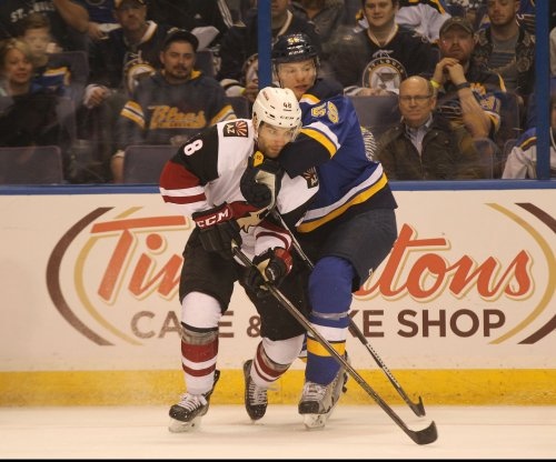 NHL: Arizona Coyotes sign Jordan Martinook to two-year deal