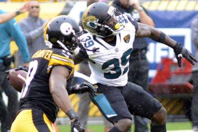 Jacksonville Jaguars safety Tashaun Gipson sits out practice again