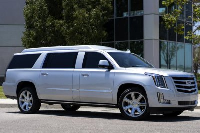 Buccaneers QB Tom Brady selling customized Cadillac Escalade for $300K