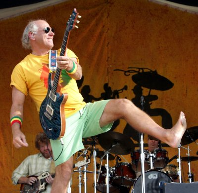 Buffett doing well after tumble from stage
