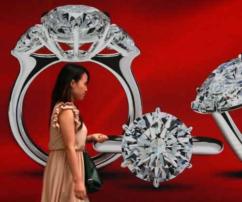 Hong Kong police: Young girl stole $4.6M diamond necklace