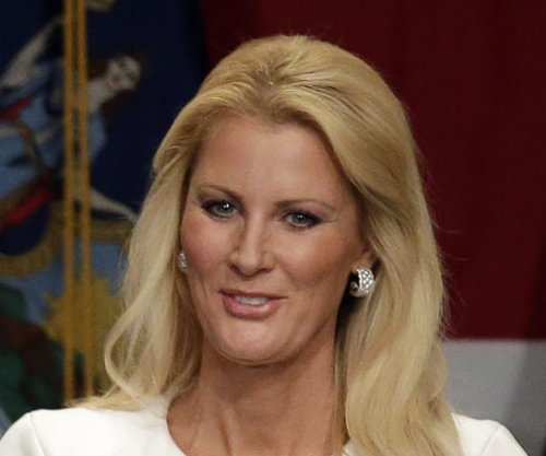 Sandra Lee announces she is cancer free
