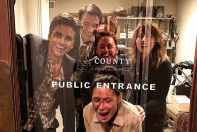 John Stamos reunites with 'ER' co-stars in new photo