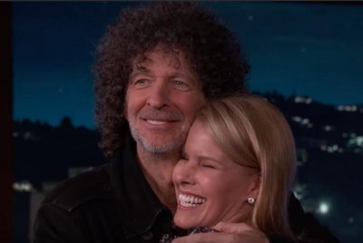 Howard Stern re-proposes to wife Beth on 'Jimmy Kimmel Live'