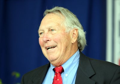 Brooks Robinson fractures shoulder