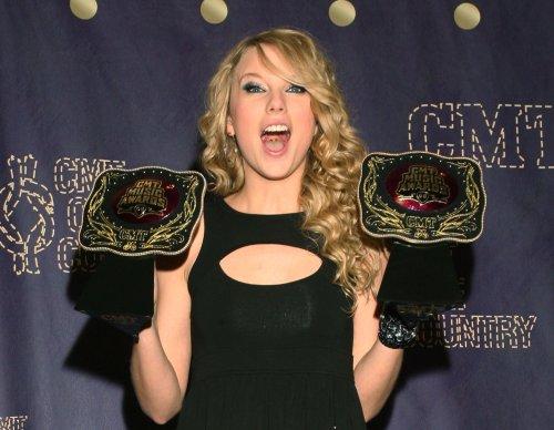 Harris, Swift to appear on 'SNL'