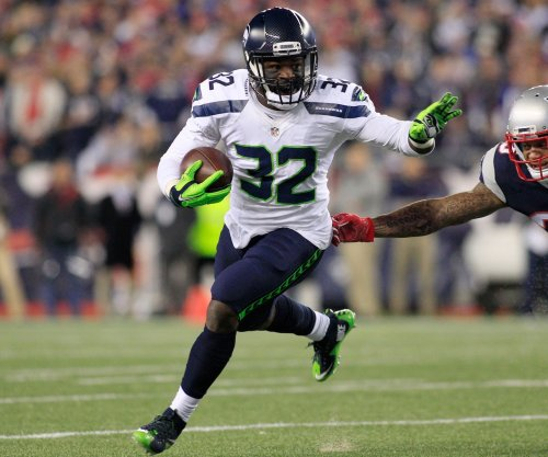 Low on RBs, Green Bay Packers keep Christine Michael