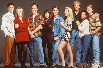 Reports: Original '90210' cast pitching reboot to streaming services