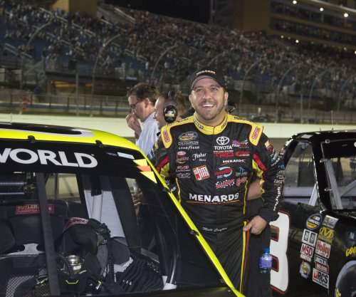 Matt Crafton hangs on for Truck Series win at Dover