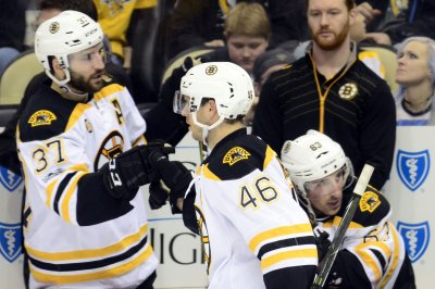 Boston Bruins pull away from Tampa Bay Lightning with 4-3 win