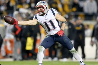 Patriots WR Julian Edelman dealing with broken thumb