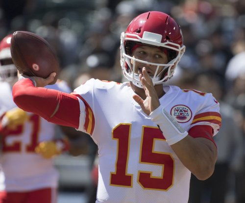 Kansas City Chiefs' Patrick Mahomes suffers knee injury vs. Broncos
