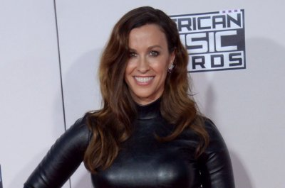 Alanis Morissette releases new song 'Diagnosis'