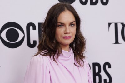 Ruth Wilson, Andrew Scott now filming 'Oslo' in Prague