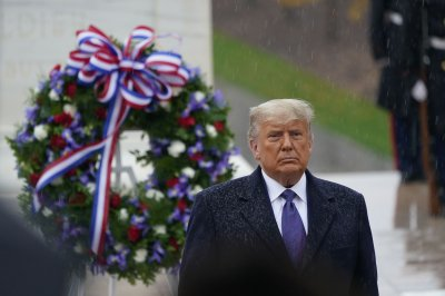 Trump, Pence honor veterans during ceremony at Arlington Cemetery