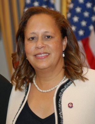 Congresswoman 'deadbeat,' group says