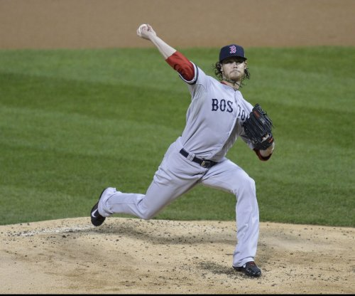 Red Sox pick up '16 option on Clay Buchholz