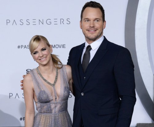 Anna Faris flashes new engagement ring from Chris Pratt