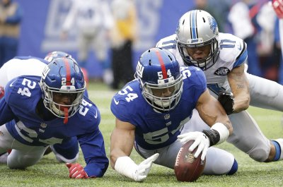 New York Giants DE Olivier Vernon leaves game with ankle injury