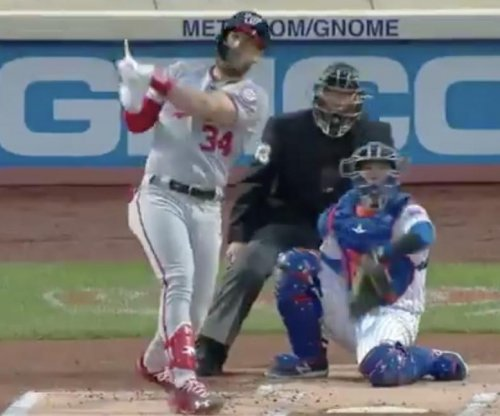 Nationals' Bryce Harper hits homer while snapping his bat
