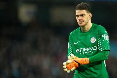 Manchester City goalie Ederson Moraes gets 86-yard assist vs. Huddersfield