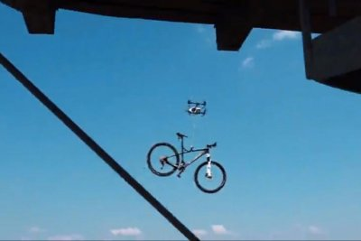Drone's high-tech bike theft attempt caught on camera
