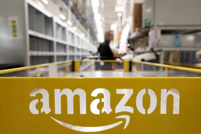 Amazon lists 125,000 new jobs in U.S. with average pay of $18 per hour