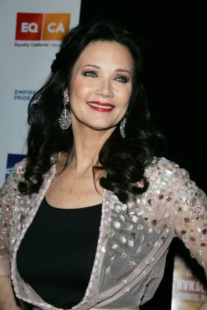 Lynda Carter likes new Wonder Woman duds