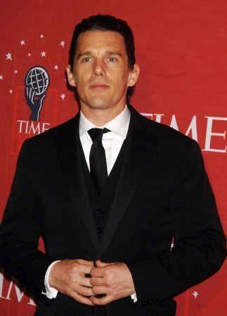 Ethan Hawke marries pregnant girlfriend
