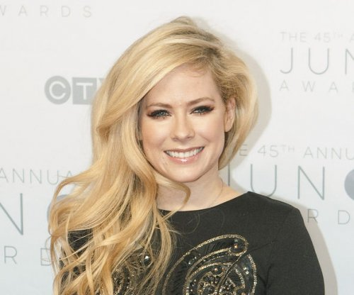 Avril Lavigne to release new album in 2017