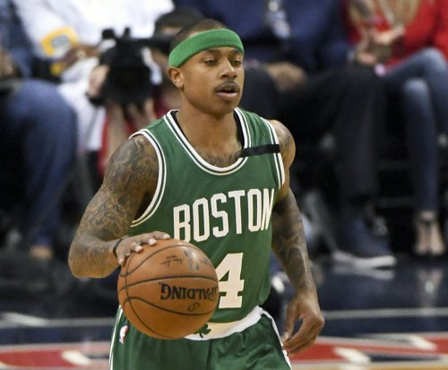 Boston Celtics' Isaiah Thomas leaves Game 2 vs. Cleveland Cavaliers with hip strain